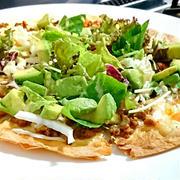 ガスコンロの両面グリルで簡単タコミートとアボカドのメキシカンサラダピザ