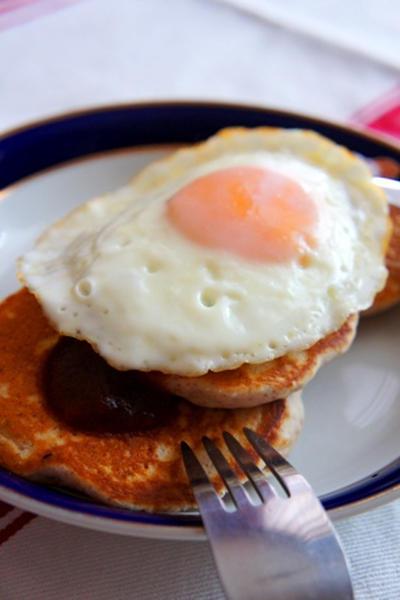 週末はおうちでハワイ気分、ロコモコ風パンケーキで朝シャン……
