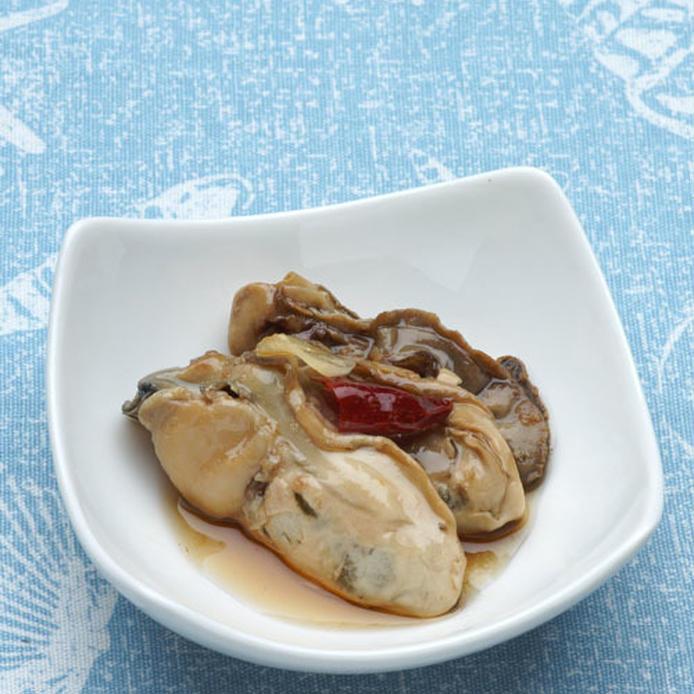 白い小皿に盛られた牡蠣のオイル漬け・中華風