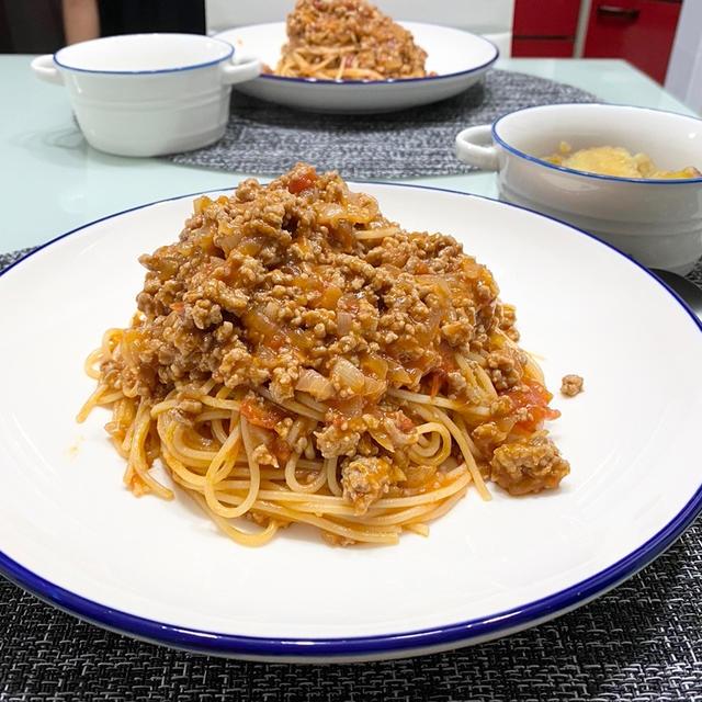 【献立】4人家族の晩ごはん/簡単ごはん/ミートソーススパゲッティ/薩摩芋の塩バターカラメル