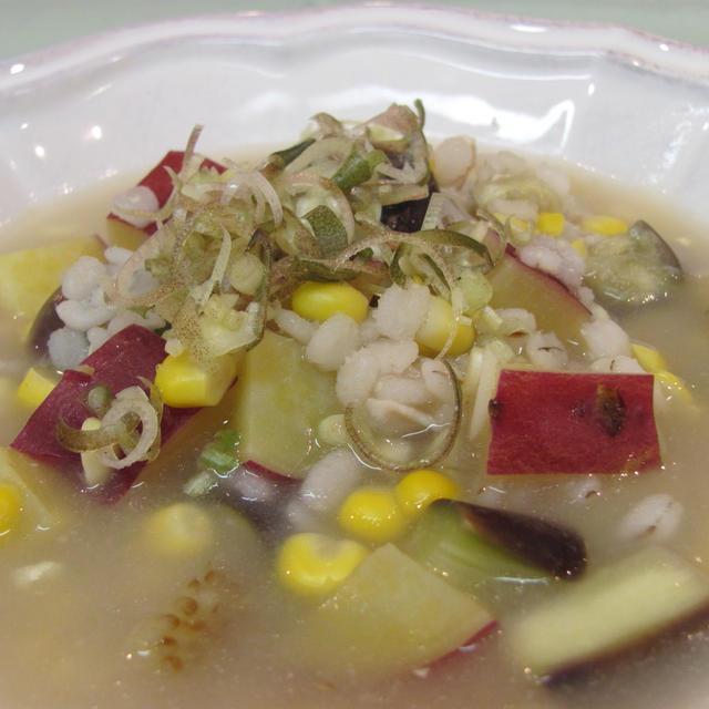 鶏とコーン押し麦の具たっぷりスープ