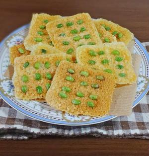 チーズ史上最高のパリパリ食感!レンジで簡単おつまみ 枝豆のチーズせんべい