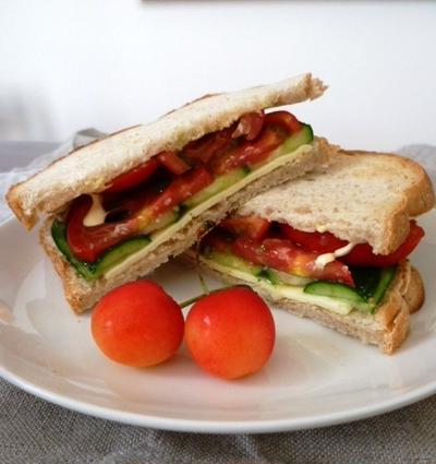 フルーツトマトのサンドイッチ