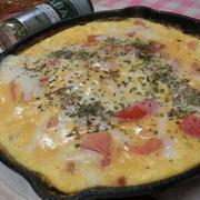 半熟ふわふわ~♪チーズとろ~り♪ スキレットでトマトオープンオムレツ
