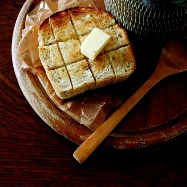ミニ食パン・・そばの実入りのワンローフでランチ&にゃ♪