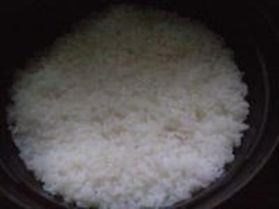 湯立てで白米(651)。。。あぜみち農優会コシヒカリ(栃木県さくら市金枝)(どらっぐぱぱす)