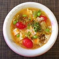 豚まんと何にしよう・・・豆腐ともずくの酸辣湯スープ♪・・♪