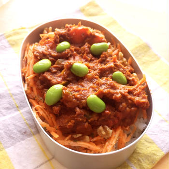 トマトソースで作った、夏野菜カレー弁当