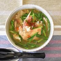 【ヤマキだし部】手羽先の薬膳スープ。だしを使ってもっと旨みたっぷり。