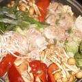 白菜を虫さんが食べてるけどいいのよ.....  鶏とつくねのもりもり秋なべ by みーたんさん