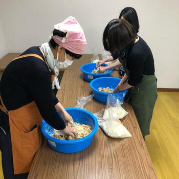世田谷の畑の大豆と麦わらで 味噌作りと納豆作り