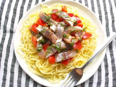 和えるだけで簡単! トマトと鯵の刺身の、和風オイル和えパスタ