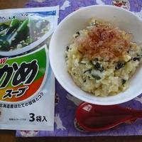 わかめスープでちょいたしレシピ【わかめスープ卵雑炊】