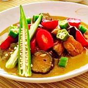 フライパン1つで簡単!『夏野菜のタイ風スープカレー』
