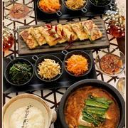 熱々!石鍋でスンドゥヴチゲ!と、韓国料理♪