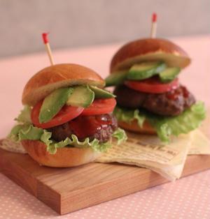 【週末夫婦ごはん】ジューシーパティとアボカドのハンバーガー
