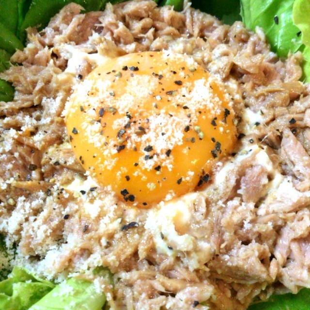 ローカボ1分ずぼら飯。野菜を食べつくす美味ツナ黄身サラダ(糖質2.8g)