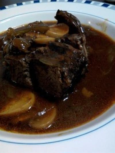 『牛肉の赤ワイン煮』