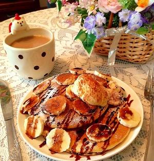 バナナとチョコソースのパンケーキ