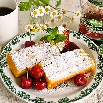 ベニエ風フレンチトーストの朝ごはんとらん丸さん