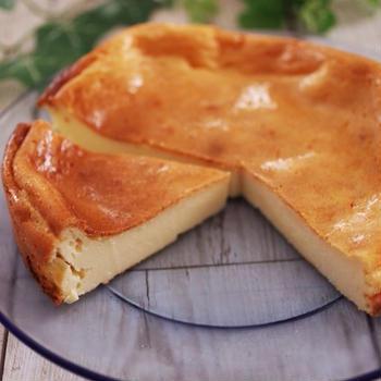 カッテージチーズでさっぱり爽やかチーズケーキ☆見た目では濃厚ぽいけど味は違っておもしろケーキ♪