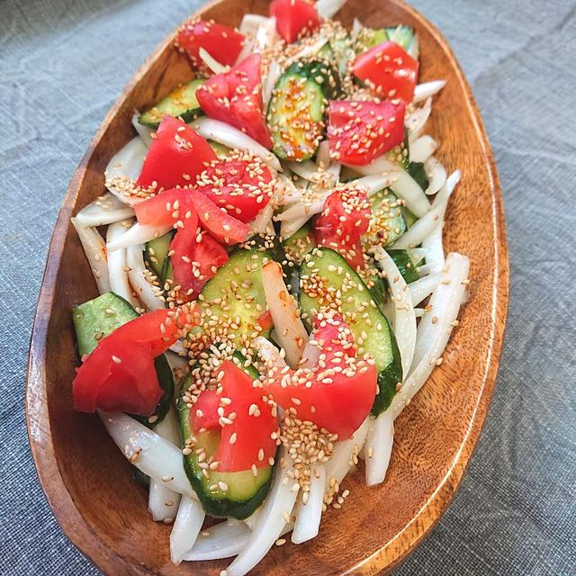 新玉ねぎときゅうりとトマトの和えるだけ辛旨サラダ