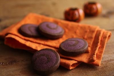 ハロウィンに♪紫芋とココアのグルグルうずまきクッキー