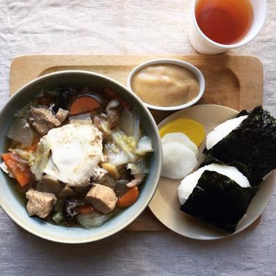 10月15日の朝ごはん。調理時間35分。おむすび&みそ汁定食