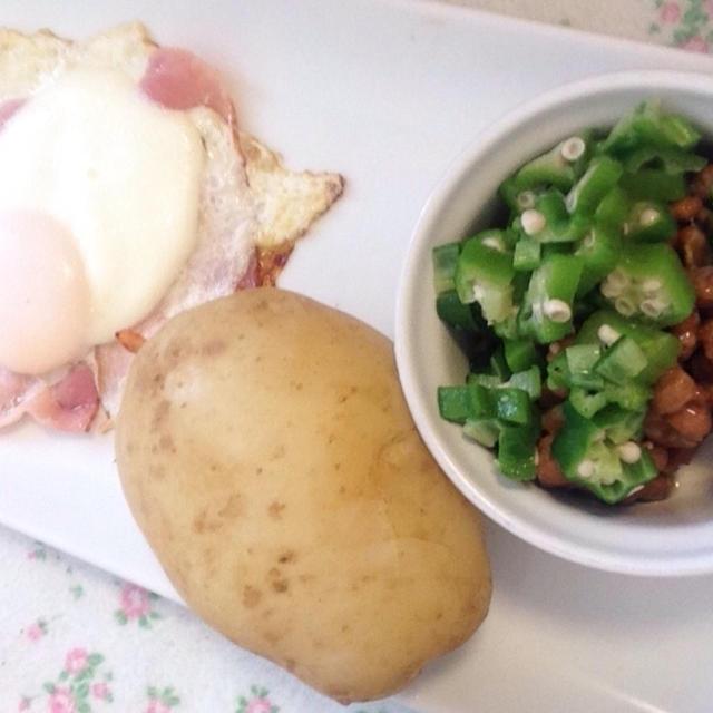 今朝の朝ごはん(*^^*)世界食堂さんのマルシェで買った有機ジャガイモ