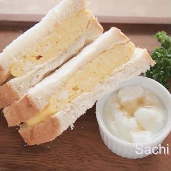 タカラ本みりん&タカラ料理のための清酒で和風タマゴサンドとサンドイッチを簡単にきれいに切る方法