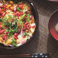 高野豆腐とにんじん、ビーツの彩そぼろちらしの献立