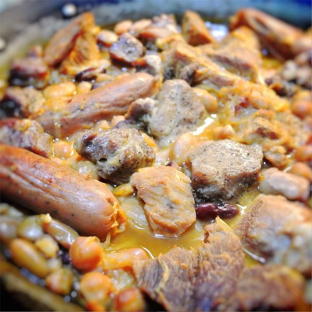 カスレ風、豚肉と豆のパエリア焼き