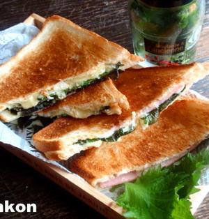 【簡単カフェサンド】オーブントースターで*大葉とチーズのホットサンド*
