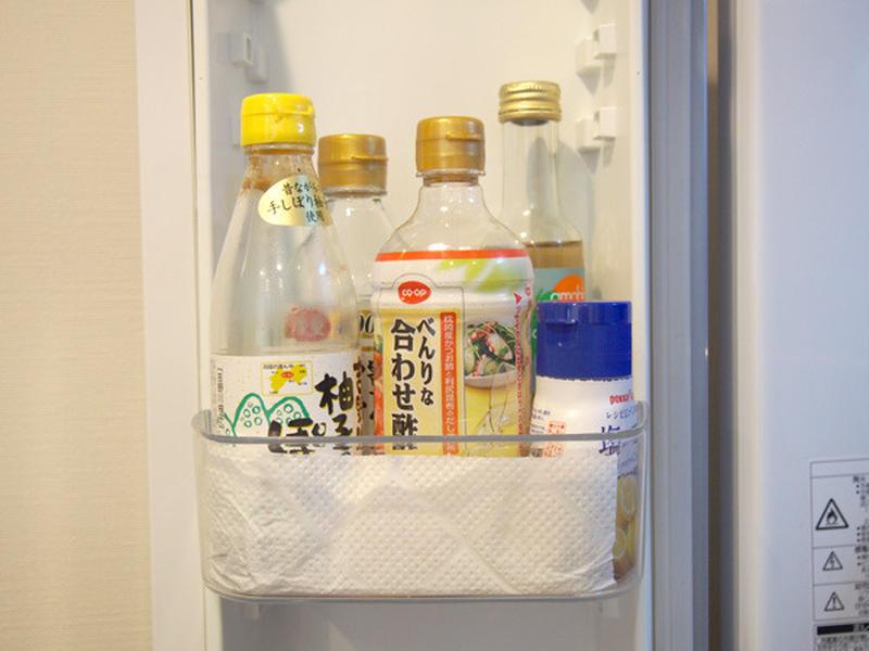 液ダレしてしまう調味料の下には、キッチンペーパーが効果的。汚れが目立ってきたら、新しいぺーパーに取り...