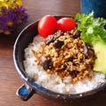 豆腐そぼろ丼♪はちみつ梅とシメジで免疫アップ by MOMONAOさん