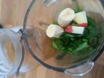 水菜、クレソン、バナナ、りんご、梅酵素ジュース