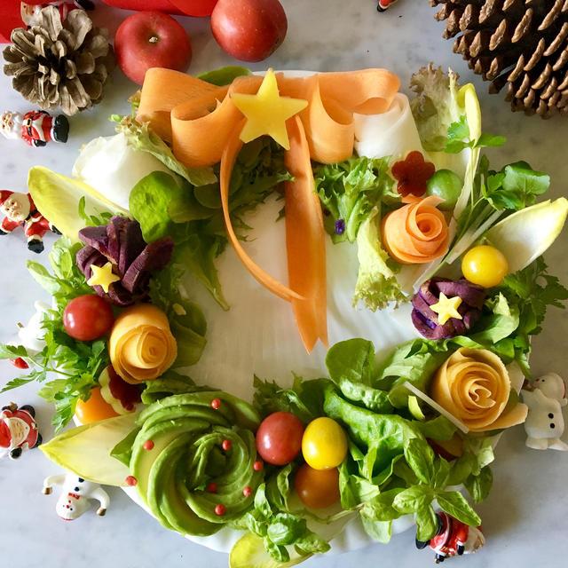 クリスマスリースのサラダ