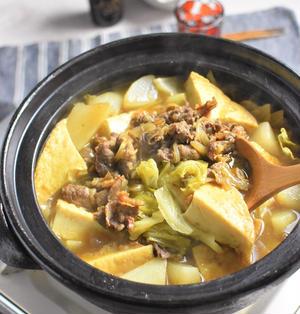 牛コマと厚揚げのキャベツカレー鍋