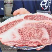 大阪焼肉・ホルモンふたご「はみ出るカルビ」1680円、肉ウニ480円☆浦和にもオープン