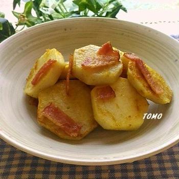 パパッと1品♪サトイモとベーコンのカレー炒め