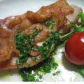 カリカリ鶏皮が香ばしい鶏ムネ肉のレモンソース