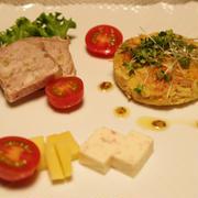 イカの塩辛スパゲッティ と ツナとジャガイモの焼きガレット