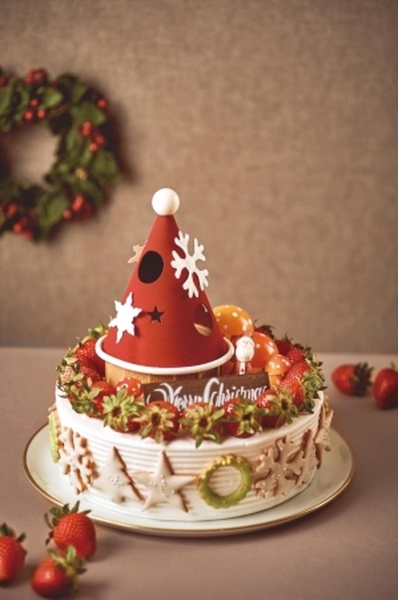 大きなショートケーキはなんと20名分!いちごのリースで飾り、ビター・ミルク・ホワイトの3種のチョコレ...