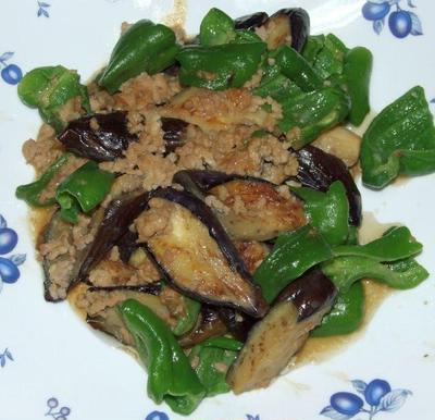 茄子とピーマンの肉味噌炒め&カラスカレイの蜂蜜うめ煮