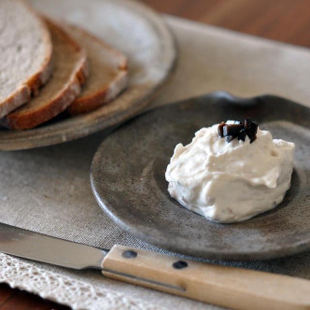 水切りヨーグルト(ギリシャヨーグルト)とアンチョビのディップ