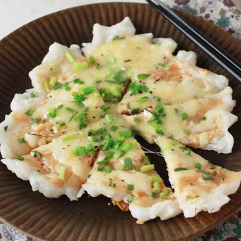 お正月に余ったお餅+フライパンで簡単!明太マヨの「餅チーズピザ」