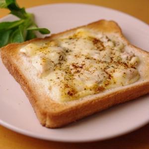 朝に簡単ツナマヨチーズのチリトースト