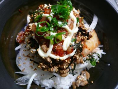 カツオ納豆丼、鰹のたたき