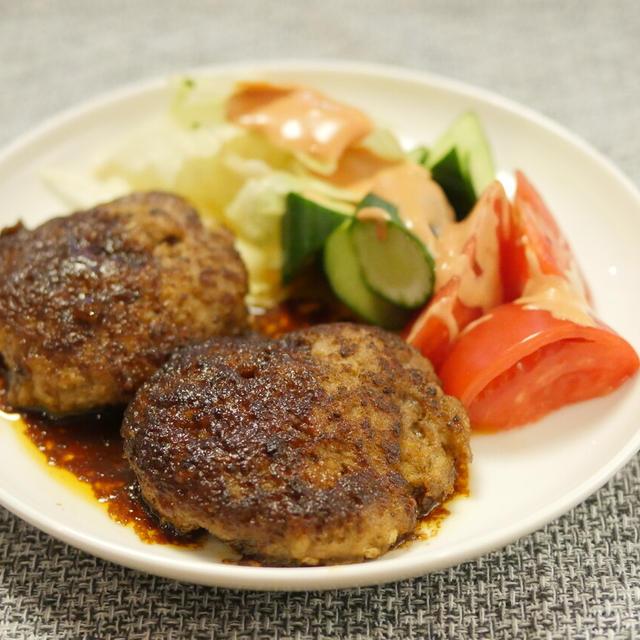 【レシピ】シンプルが美味い。「ザ・ハンバーグ」焼き汁活用して濃厚ソース作ってかける