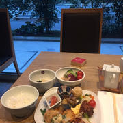 ホテルのバイキング朝食でついやりがちなことと、息子作のお昼ごはん